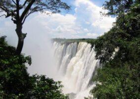 victoria falls draw tourists southern roadblocks